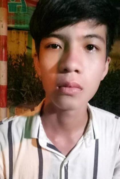 Hình ảnh cậu thiếu niên nói rằng mình bị bắt cóc 10 năm trước và vừa tìm về quê nhà được một thành viên viễn đàn Otofun đưa lên Facebook.