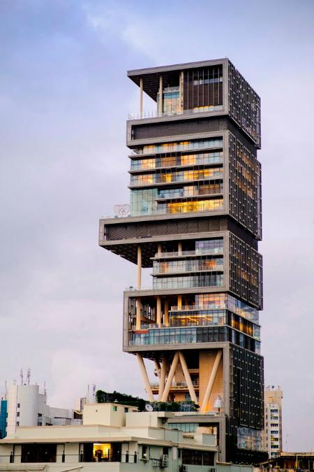 Nhà riêng cao nhất thế giới với 27 tầng và 5 thành viên