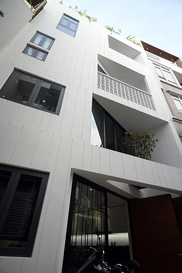 HUY 7736 1537846098 600x0 - Lời giải của kiến trúc sư cho mảnh đất nhỏ, méo 6 cạnh ở Sài Gòn