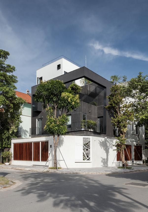 Ngôi nhà như khối rubic trắng đen giữa Hà Nội