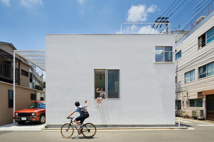 Ngôi nhà Nhật có 7 ban công quay ngược vào trong