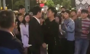 chang-trai-cau-hon-nguoi-yeu-bang-cach-hen-do-suc-voi-tinh-dich
