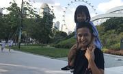 Ông bố vờ không biết tiếng Việt để con gái nói tiếng Anh