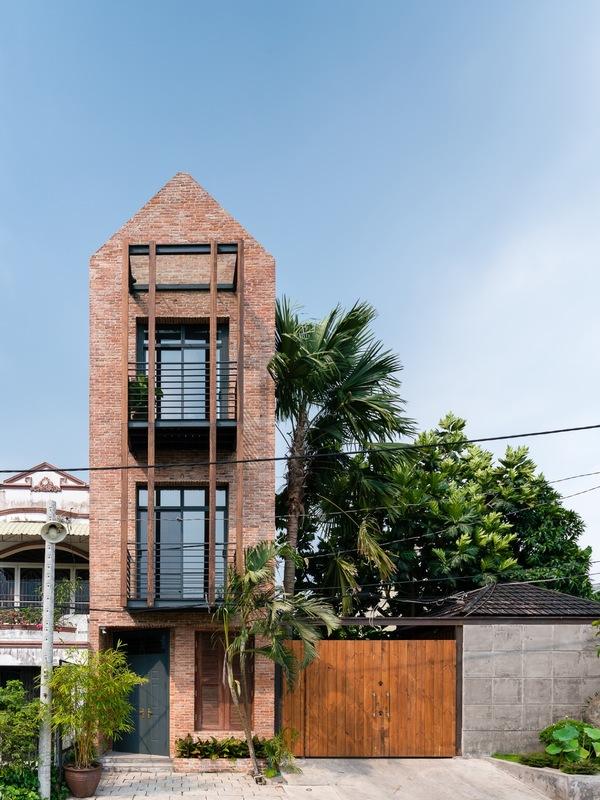 Ngôi nhà mộc đậm nét làng quê Bắc Bộ ven Sài Gòn