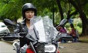 Bà mẹ mét rưỡi chuyên cưỡi môtô phân khối lớn trên phố Hà Nội