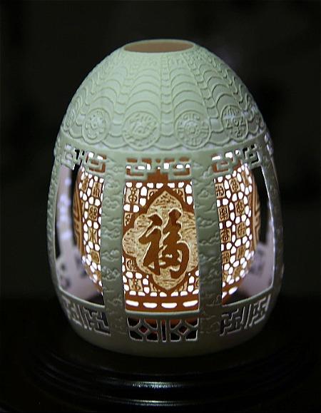 Quả trứng làm trong 8 tháng, có thiết kế đèn bên trong. Ảnh: Sohu.
