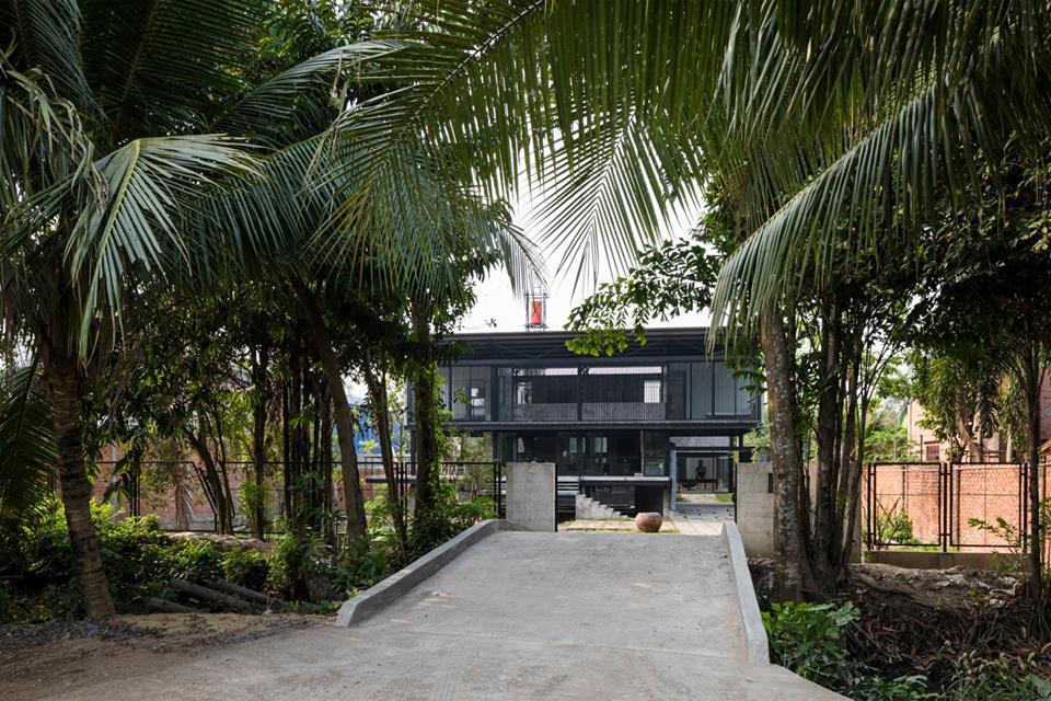 Chủ nhà Sài Gòn 'trốn' ồn ào thành phố về ở nhà sàn ngoại ô