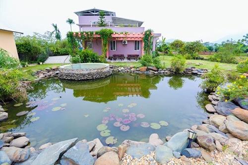 Ngôi nhà vườn rộng 2.000 m2 của cô