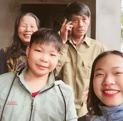 Bà ngoại của Phú từng sút gần 10 kg và mất ngủ cả năm trời vì cháu không chịu đi học. Ảnh:NVCC.