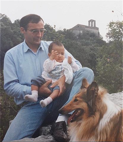 Châu và bố nuôi người pháp hồi con nhỏ. Ảnh: NVCC.