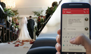 Cô dâu đọc tin nhắn chú rể ngoại tình ngay trong đám cưới