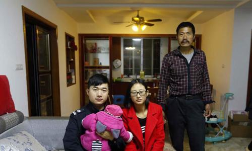 Ông bố ngủ ở gầm cầu nỗ lực 17 năm mua được 3 căn hộ - 2