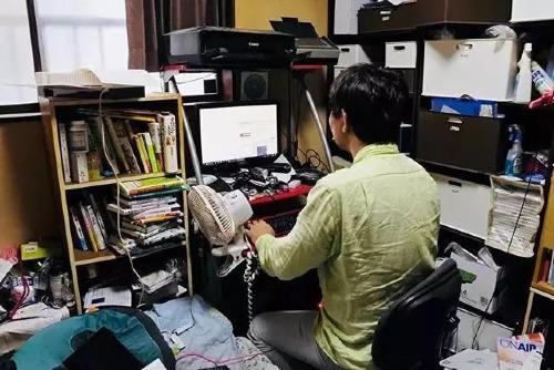 Nhiều người Nhật ở độ tuổi 50 vẫn ăn bám gia đình và ngại giao tiếp với xã hội. Ảnh: Sohu.