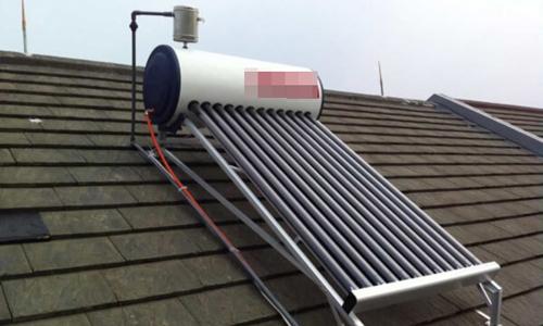 Vào thời gian mùa đông, nếu lắp thêm một điện trở, gia chủ vẫn có thể sử dụng nước nóng từ bình năng lượng mặt trời.Ảnh: solarquotes.