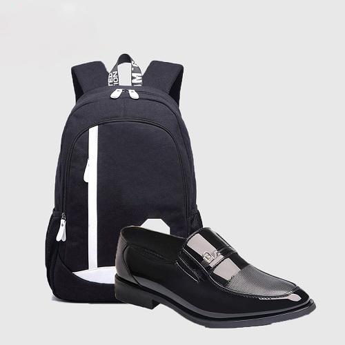 Giày tây luôn là một kiểu giày tiện dụng nhất được các người mẫu nam trên thế giới lăng xê nhiệt tình. Sự nhẹ nhàng, thoải mái và khỏe khoắn mà kiểu giày này đem lại cho người mang đã chinh phục hầu hết các tín đồ thời trang. Vì vậy, việc sở hữu một đôi giày lười ZAPAS được thiết kế theo xu hướng thời trang mới nhất sẽ giúp các chàng trai khẳng định sự sành điệu và lịch lãm của mình. Mẫu giày lười GT004 được gia công tỉ mỉ và tinh tế trong từng đường may, mũi chỉ vì vậy luôn bền chắc với thời hạn sử dụng lâu dài. Với tone màu đen các chàng trai sẽ dễ dàng kết hợp với nhiều set đồ, tự tin thể hiện bản thân mình.