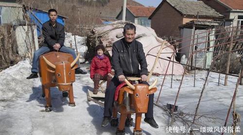 Bác nông dân chế tạo ra những con ngựa gỗ như Khổng Minh - 2