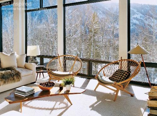 Ghế thư giãn Circle The Circle Chair được thiết kế bằng vòng gỗ tròn kết hợp dây đan, dễ dàng di chuyển xung quanh nhờ hai bánh xe phía chân sau. Gia chủ có thể ngồi đọc sách, uống cà phê thư giãn tại nhà khi có thời gian rảnh rỗi.