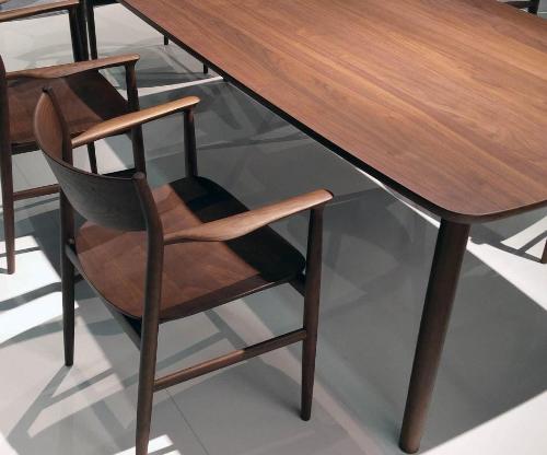 Gia chủ có thể dùng ghế Kamuy trong nhà ăn của gia đình. Sản phẩm cũng thường sử dụng trong quán cà phê, nhà hàng, khách sạn.