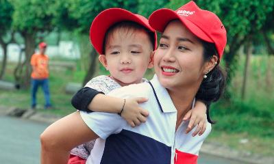 Mẹ con Ốc Thanh Vân cùng ''Biệt tài tí hon'' tìm hiểu dầu ăn từ cá - Đời sống