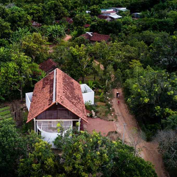 Ngôi nhà Đắk Lắk có 3 góc thò ra khỏi mái