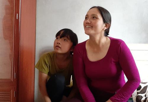 Chị Mùi đi bán hàng dong ở Đồng Nai, mỗi năm về nhà 2 lần vào tháng 7 và cuối năm. Giờ chị đã xây được một ngôi nhà mới. Ảnh: Nhật Anh.