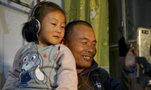 ong-bo-ngoi-xe-lan-co-600-nghin-nguoi-ham-mo-tren-internet
