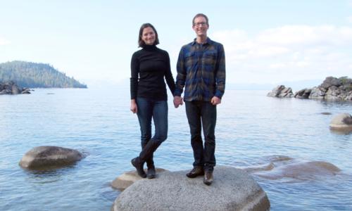 Cặp vợ chồng Mỹ, chịTanja Hester và anh Mark Bunge tiết kiệm các chi phí mua quần áo, thiết bị nhưng sẵn sàng chi cho việc đi du lịch. Ảnh: New York Post.