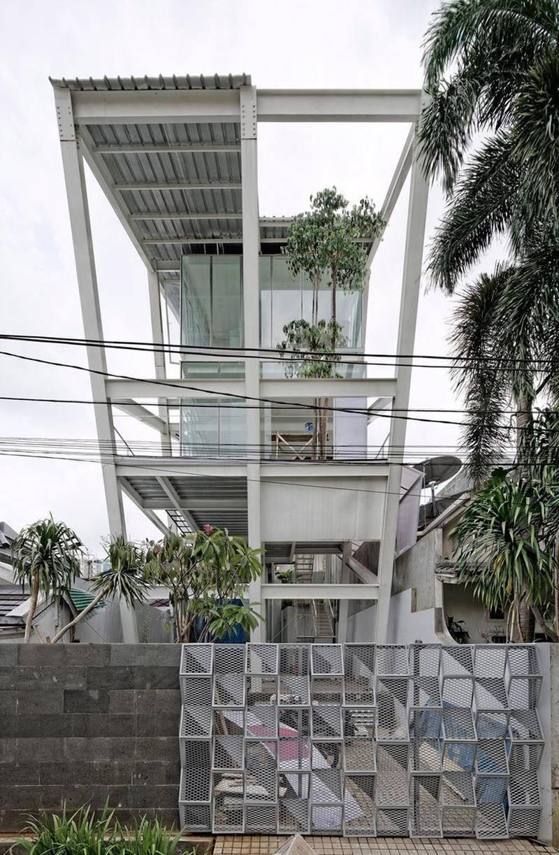 Ngôi nhà nghiêng 20 độ giữa khu nhà giàu