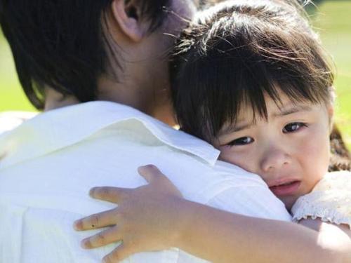 Con gái gần gũi cha về mặt cảm xúc sẽ có lợi sâu rộng đến cuộc đời sau này. Ảnh: Sina.