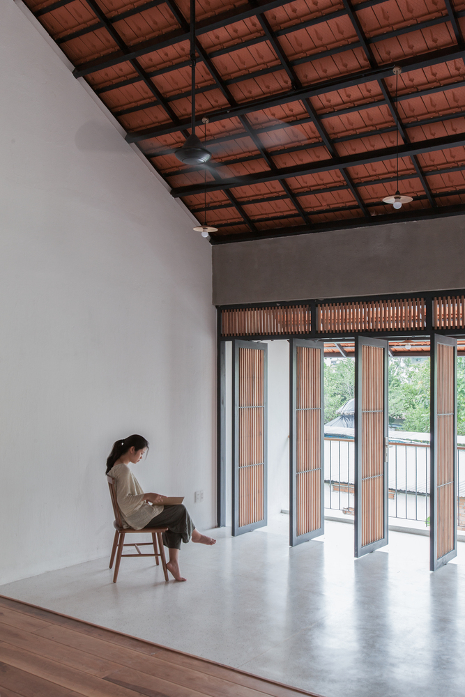 Courtesy of K59atelier 17 1 1551176577 680x0 - Nhà Sài Gòn ba tầng chỉ nhìn thấy mái