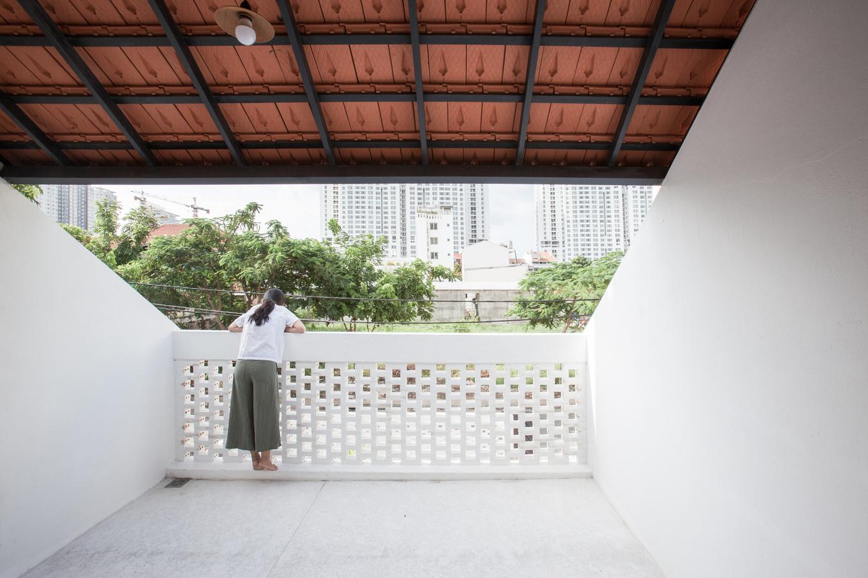Courtesy of K59atelier 20 1551176293 680x0 - Nhà Sài Gòn ba tầng chỉ nhìn thấy mái