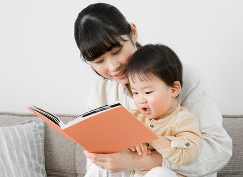 Cha mẹ có trình độ giáo dục cao có nhiều cơ hộitiếp cận với nhiều phương pháp mới trong việc giáo dục trẻ. Ảnh: The Conversation.