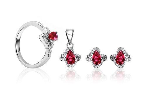 Thương hiệu Eropi đang giảm giá bộ trang sức bạcRuby Beauty với giá gốc 841.000 đồng còn 649.000 đồng.
