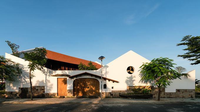 Ngôi nhà Nha Trang khiến khách lên tầng 2 ngỡ lạc về Tây Bắc