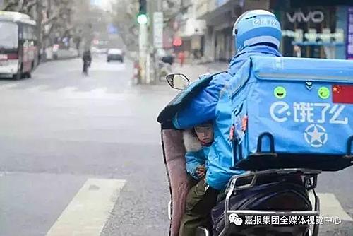 Năm 2017 vợ Li bỏ nhà đi không trở lại. Chịu chấn thương sau tai nạn, lại phải chăm sóc con nhỏ nên Li phải ở nhà một thời gian. Sau Tết 2018, Li bắt đầu với nghề giao hàng.
