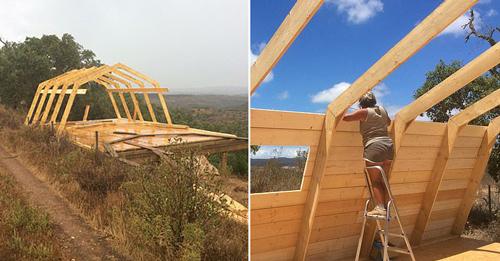 Vợ chồng Kees tự xây nhà trong 2 tháng trên đỉnh ngọn đồi. Ảnh: Realtime