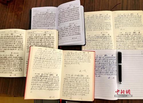 Trong cuốn nhật ký dày đặc chữ, không phải những lời ngọt ngào mà ghi lại cuộc sống hàng ngày của bà Wu. Ảnh: China News.
