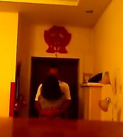 Chiếc camera vô tình ghi lại cảnh ngoại tình của vợ ông Yang và bạn thân ông. Ảnh: