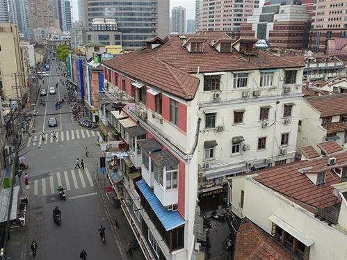 Cảnh tù túng trong tòa chung cư mỏng dính ở Thượng Hải