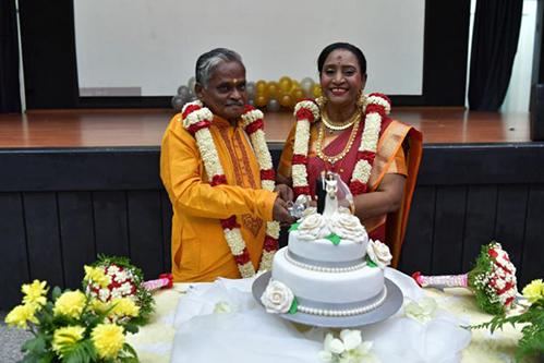 Đám cưới của ông Velappan và bà Savithiri được tổ chức trong Viện dưỡng lão. Ảnh: Straits Times