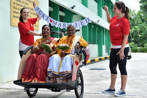 Đám cưới của ông Velappan và bà Savithiri được tổ chức trong Viện dưỡng lão. Ảnh: Straits Times.