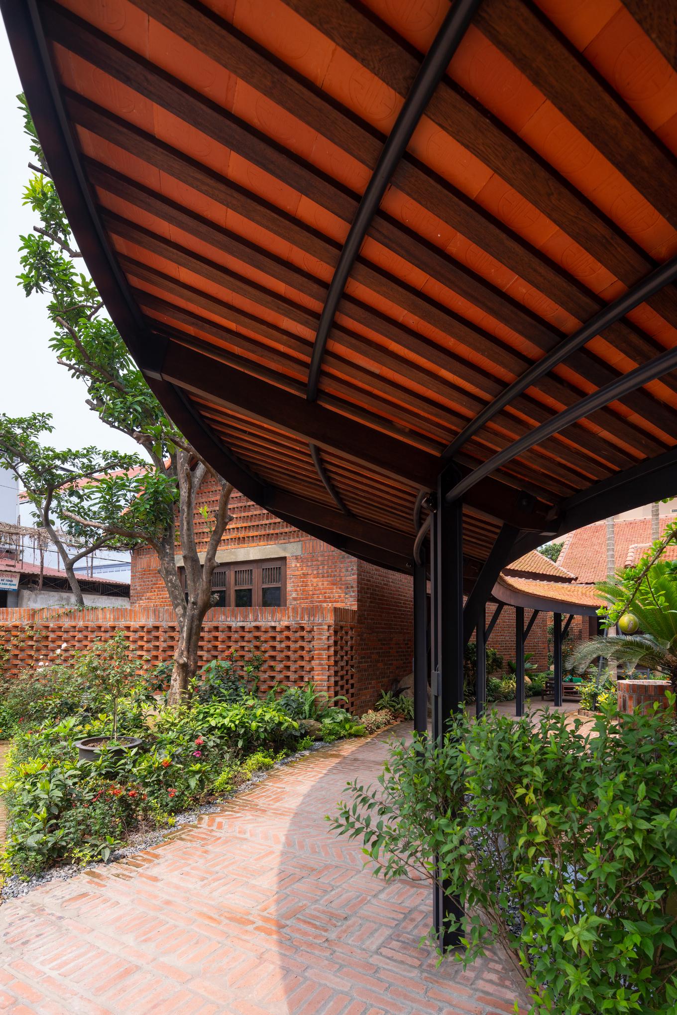 Ngôi nhà như ruộng mấp mô đạt giải vàng kiến trúc Việt Nam