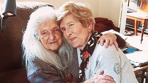 Người con 81 tuổi đoàn tụ với mẹ sau 6 thập kỷ tìm kiếm - ảnh 1