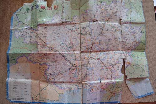 Tấm bản đồ ông Thắng giữ cẩn thận,dùng trên hành trình tìm con hơn 1 năm. Ảnh: Hải Hiền.