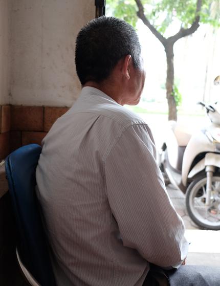 Ông Thắng hiện có cuộc sống bình lặngbên vợ và các con cháu. Ông vẫn túc tắc đi làm kiếm vài triệu một tháng.Ảnh: Hải Hiền.