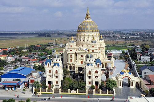 Cung điện Thành Thắng xây dựng trong 3 năm được gia chủ đầu tư nghìn tỷ đồng. Ảnh: Trọng Nghĩa.