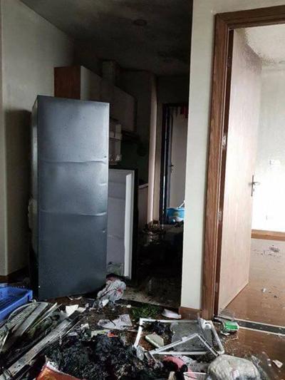 Căn hộ cao cấp tại Thanh Xuân, Hà Nội vừa bàn giao đã bị chủ nhân thiêu rụi vì đốt vàng mã cầu may, ngày 26/3/2018. Mỗi căn hộ ở tòa nhà này có giá khoảng 4 tỷ đồng. Ảnh: Hải Đăng.