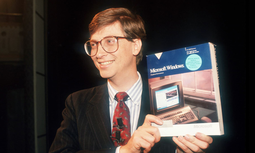 Bill Gates năm 1990. Ảnh: biography.