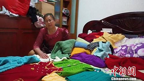 Người mẹ đan 38 chiếc áo len trong 38 năm tìm con.