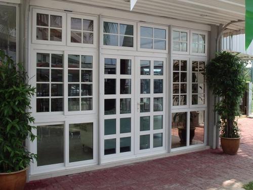 Trên thị trường đa dạng các loại cửa nhôm kính.